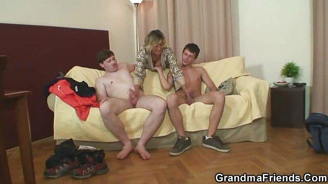 शुरुआत मॉडल जनता में नंगे स्तन और बिल्ली से सेक्सी सेक्सी मूवी पता चलता है