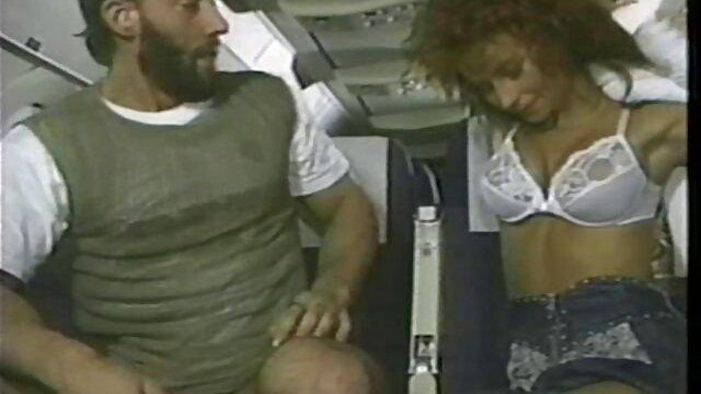 दो सेक्सी हिंदी मूवी वीडियो में गर्म महिलाओं के एक लड़के के साथ एक त्रिगुट है ।