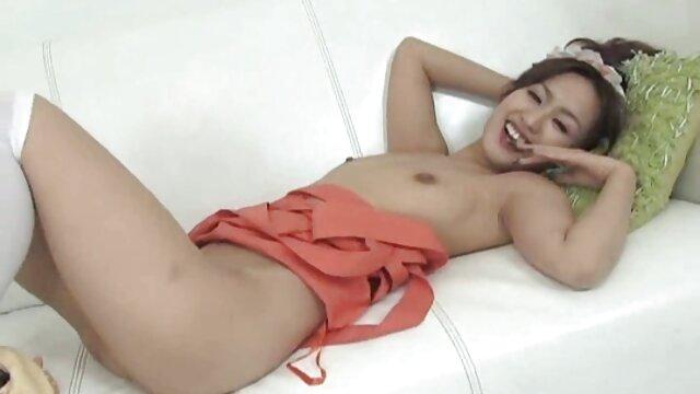 गोरा, वह अपने सेक्सी फिल्म मूवी में प्रेमी के साथ संबंध बनाने के लिए दोस्तों के लिए राजी